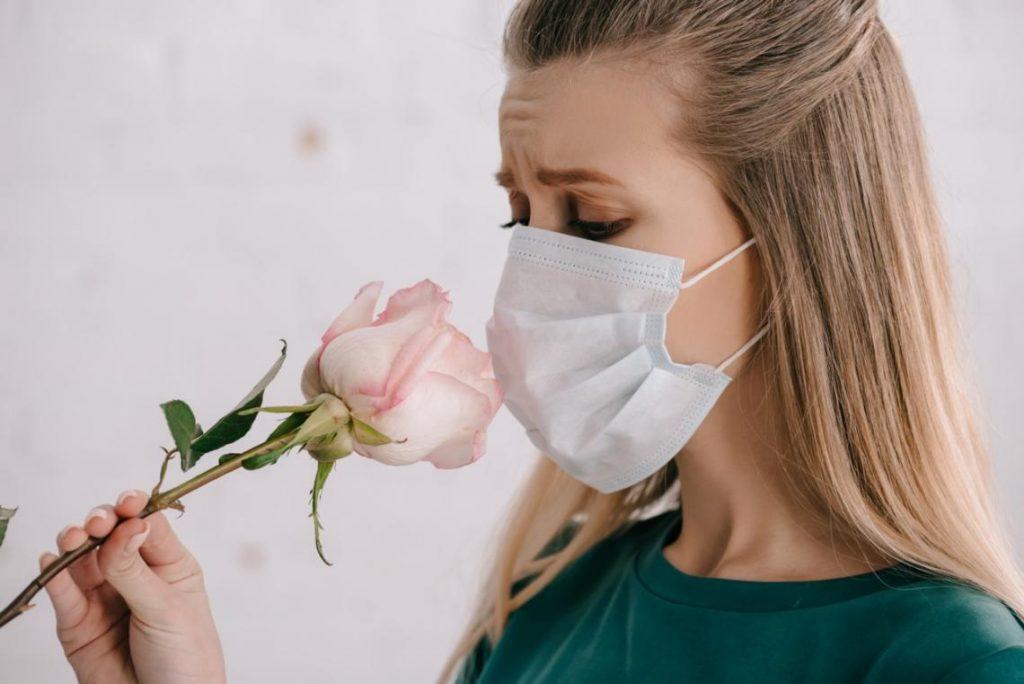 La pérdida de olfato y gusto por COVID-19 afecta más a los jóvenes y las mujeres