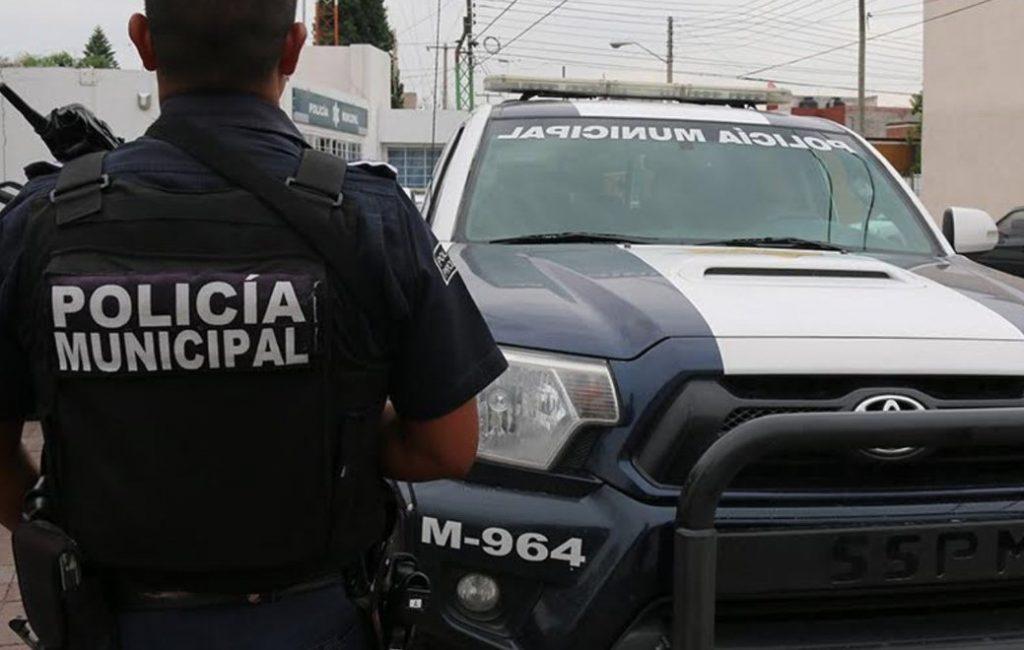 Detienen a dos policías municipales acusados de corrupción