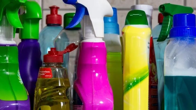 Los desinfectantes en espray pueden acabar con el coronavirus, pero generan interiores poco seguros