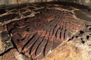 Investigan bajorrelieve de  águila real descubierto recientemente en el Proyecto Templo Mayor