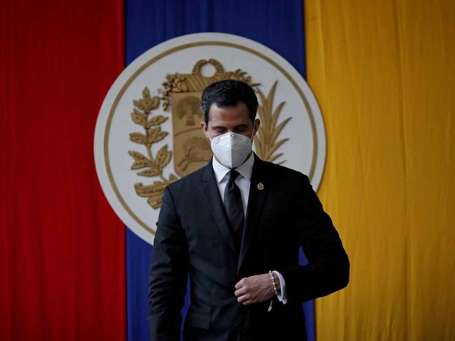 Venezuela inhabilita a Juan Guaidó y 27 opositores a Maduro