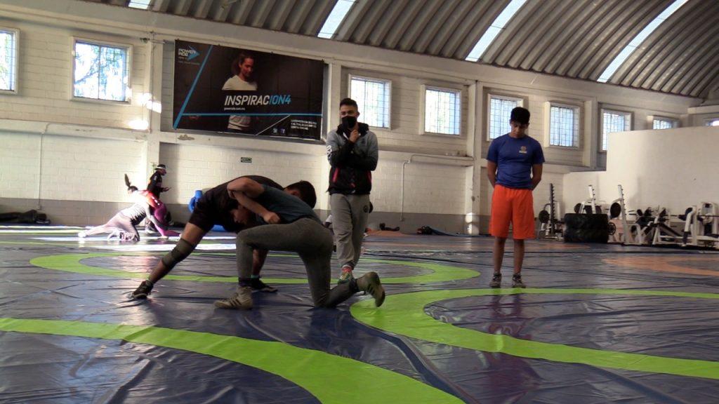 Luchadores queretanos trabajan con miras al Campeonato Nacional