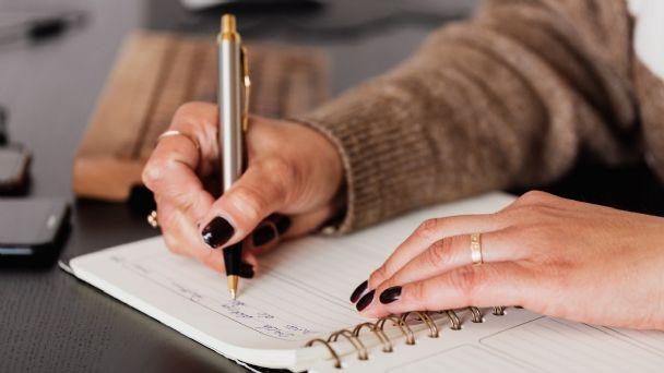 Pruebas de escritura podrían predecir la enfermedad de Alzheimer