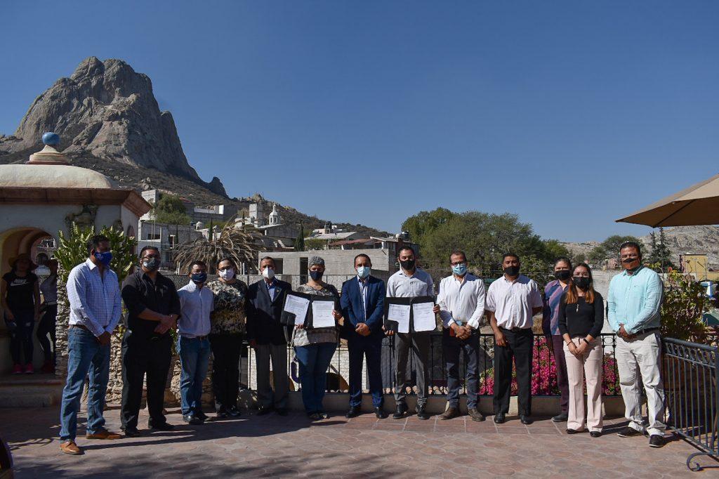 UAQ firma convenio con Hotel de Piedra y Castillo del Chocolate, en Bernal