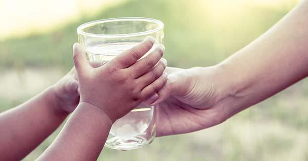 Remarca la Secretaría de Salud la importancia de la hidratación saludable