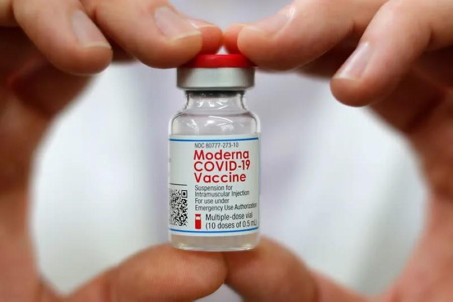 Buscan más dosis de Moderna y Pfizer ante mayor preocupación por vacunas rivales