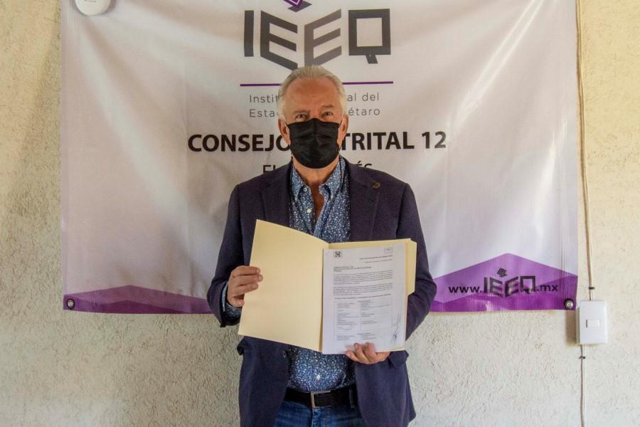 Se registra Enrique Vega Carriles como candidato a la alcaldía de El Marqués