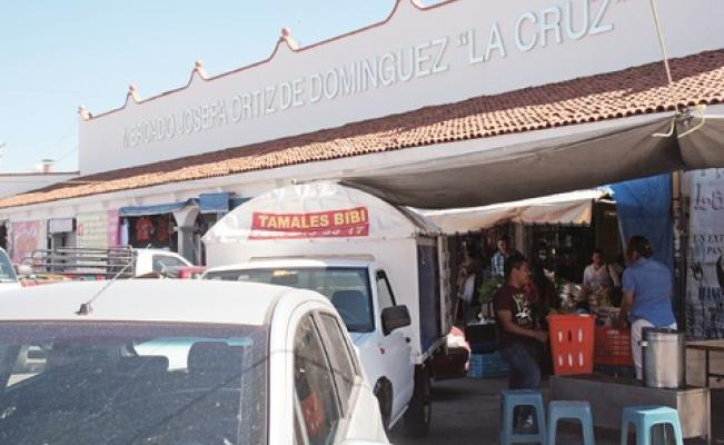 Locatarios de La Cruz molestos con el ambulantaje