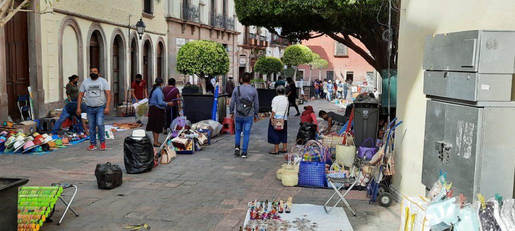 Pide Canaco a gobierno implementar políticas para que artesanos y comercio establecido convivan de manera ordenada en Centro Histórico