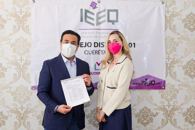 Registra Luis Nava su candidatura ante el IEEQ