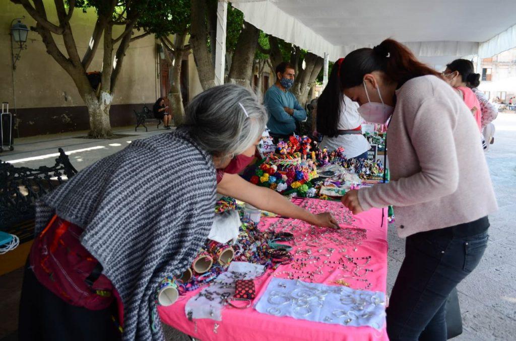 Inició la Feria Artesanal en el Jardín Guerrero