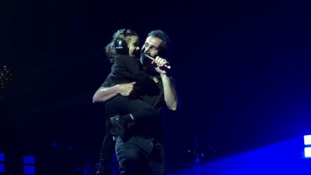 Serj Tankian estrena video de tema dedicado a su hijo